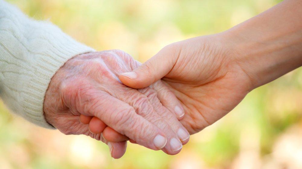 Почему надо помогать пожилым людям