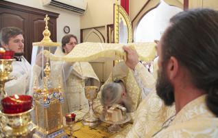 Божественная литургия в саратовском храме святителя Луки Исповедника, архиепископа Симферопольского