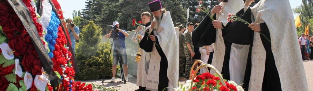 В День памяти и скорби на Воскресенском кладбище Саратова совершена заупокойная лития