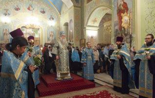 Митрополит Лонгин совершил Всенощное бдение в храме Покрова Пресвятой Богородицы г. Саратова
