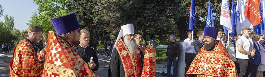 Митрополит Лонгин совершил заупокойную литию на Воскресенском кладбище