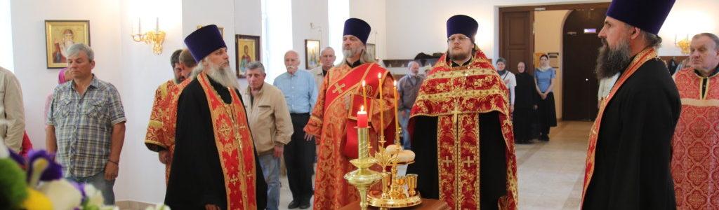 Благочинный Центрального округа совершил Всенощное бдение в храме апостола и евангелиста Иоанна Богослова