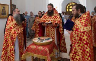 Архимандрит Евфимий (Митрюков) совершил Божественную литургию в Свято-Алексиевском монастыре