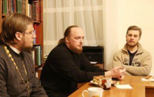 В «Ладье» прошла встреча со священником Александром Кузьминым