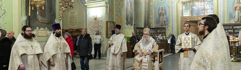 Митрополит Лонгин совершил Божественную литургию в храме в честь Покрова Пресвятой Богородицы