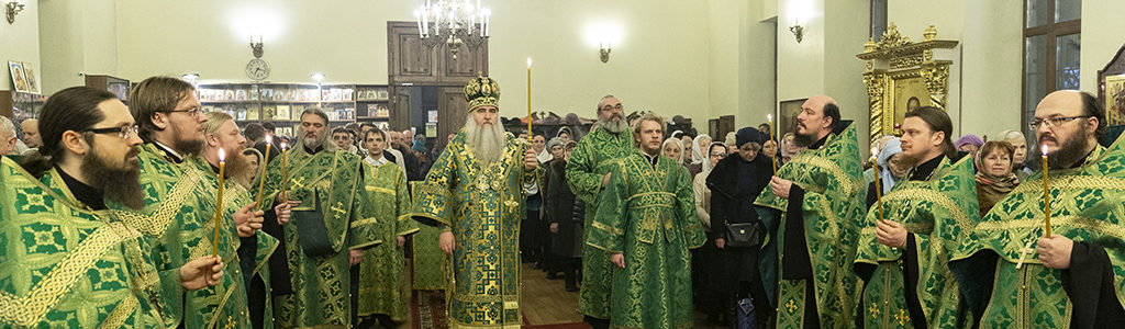 Митрополит Лонгин совершил Всенощное бдение на Архиерейском подворье — в храме преподобного Серафима Саровского