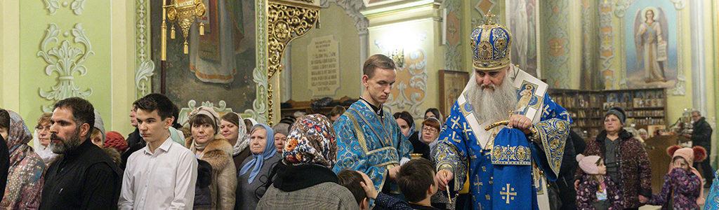 Митрополит Саратовский и Вольский Лонгин совершил Всенощное бдение в Покровском храме