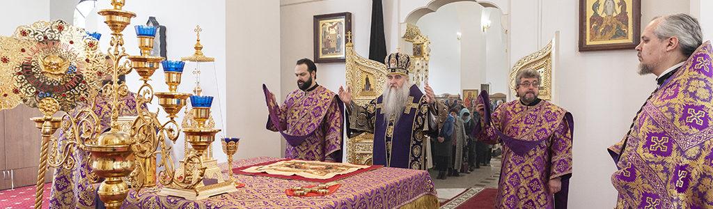 Митрополит Лонгин совершил Божественную литургию в храме в честь Рождества Христова