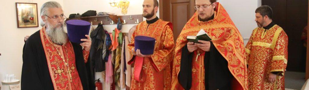 Благочинный округа совершил Всенощное бдение в Иоанно-Богословском храме накануне престольного праздника