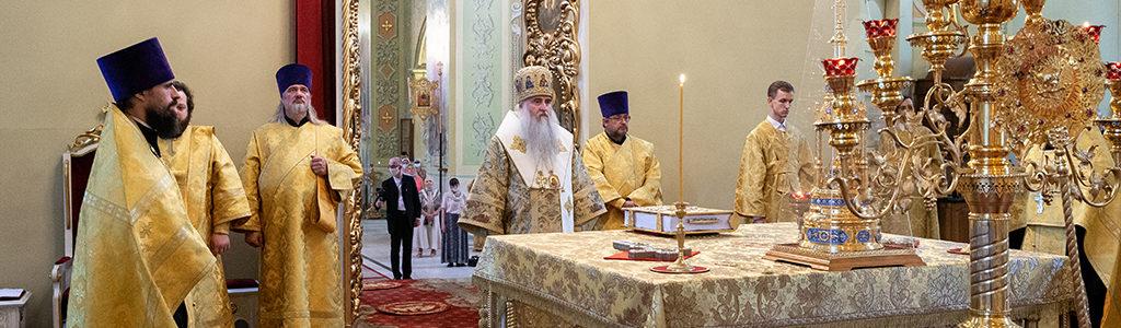 Митрополит Лонгин совершил Всенощное бдение в Покровском храме