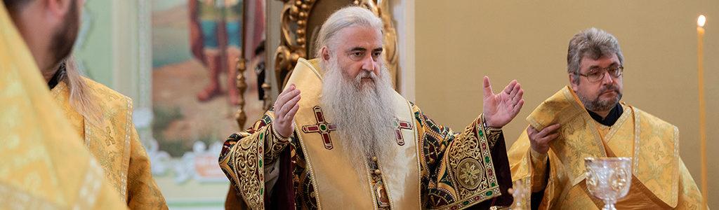 Митрополит Лонгин совершилБожественную литургиюв Покровском храме