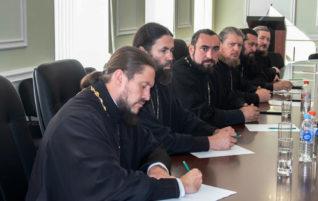 Благочинный Центрального округа принял участие в заседании Епархиального совета