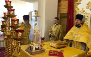 Благочинный центрального округа совершил Литургию в храме во имя апостола и евангелиста Иоанна Богослова