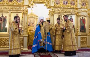 Митрополит Игнатий совершил Всенощное бдение в храме во имя апостола и евангелиста Иоанна Богослова