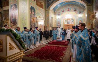 Митрополит Игнатий совершил Божественную литургию в Покровском храме