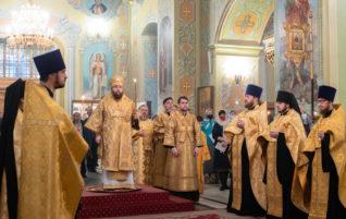 Митрополит Игнатий совершил всенощное бдение в Покровском соборе