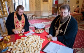 Митрополит Игнатий совершил всенощное бдение в Покровском соборе Саратова