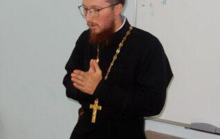 16 августа, в рамках работы летней образовательной школы состоялась встреча со священником Павлом Морозовым, руководителем епархиального отдела по делам молодежи.