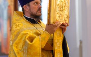 Благочинный возглавил Всенощное бдение в храме Нерукотворного Образа.